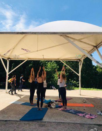 Cours de yoga solidaire au parc